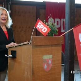 Dr. Karin Weber-Klatt bei Ihrer Bewerbungsrede
