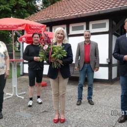 Dr. Karin Weber-Klatt mit Mandatsträgern