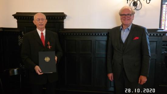 Udo Bethke und Landrat Bernhard Reuter